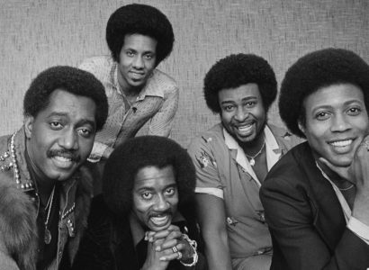 FILE- In an undated file photo, The Temptations singing group is pictured. From left are; Otis Williams, Melvin Franklin and Glenn Leonard. Back row from left, Richard Street and Dennis Edwards. Edwards, a former member of the famed Motown group has died. He was 74. Rosiland Triche Roberts, his longtime booking agent, says Edwards died Thursday, Feb. 1, 2018 in Chicago after a long illness.(AP Photo/Lennox McLendon_File)